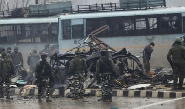37 paramilitaires indiens tués dans un attentat au Cachemire indien