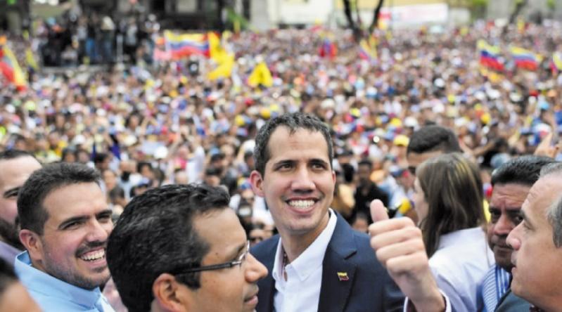 Guaido accueilli en héros à son retour au Venezuela