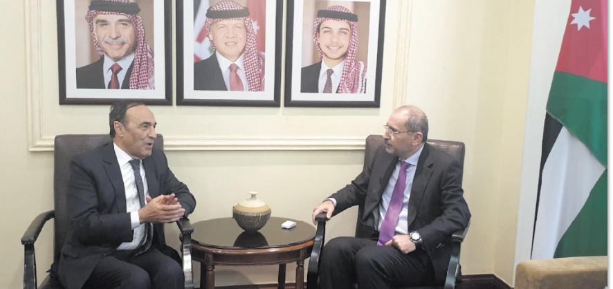Le président de la Chambre des représentants et le ministre jordanien des Affaires étrangères et des Expatriés.