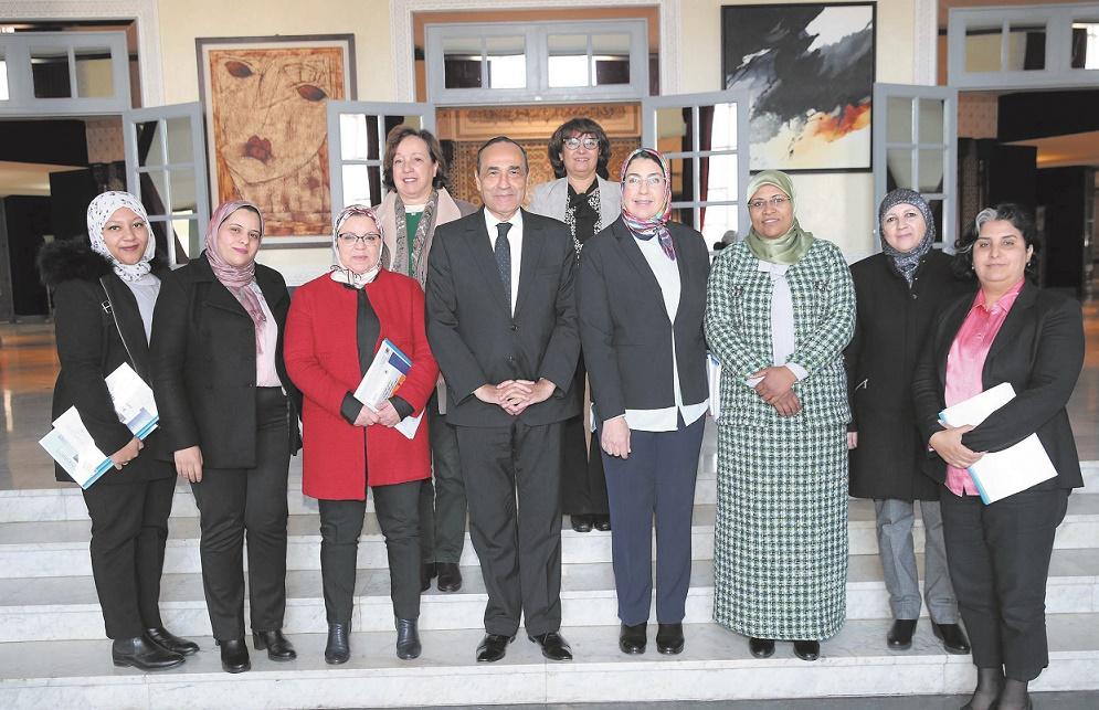 Habib El Malki entouré des membres du groupe de travail thématique sur l'égalité et la parité.
