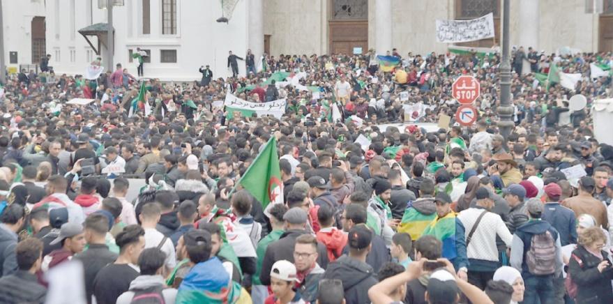 Des milliers de personnes manifestent dans le centre d'Alger