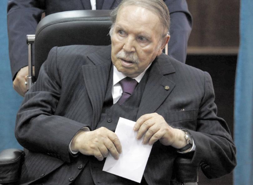 Après le chef d'état-major, d'autres fidèles lâchent Bouteflika