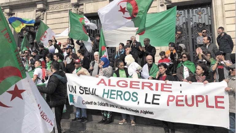 Bouteflika demande pardon aux Algériens, déterminés à faire chuter le système