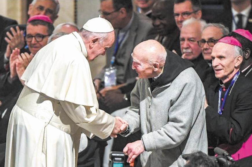 Lors de sa visite au Maroc, le pape François a rencontré le père Jean-Pierre Schumacher.