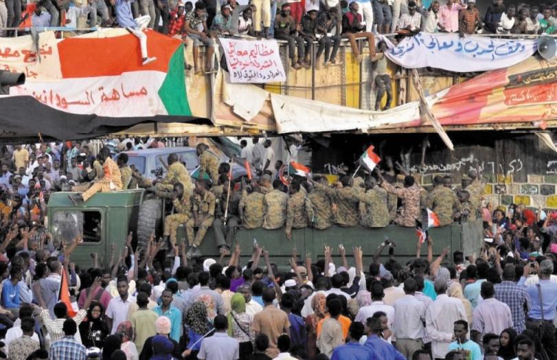 Au Soudan, les militaires pressés de toutes parts d'instaurer un gouvernement civil