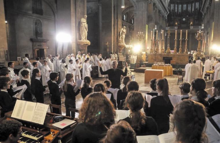 """Les chœurs de Notre-Dame, ces """"orphelins"""" de la cathédrale"""