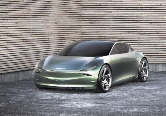 A New York, l'automobile affiche deux versions du luxe