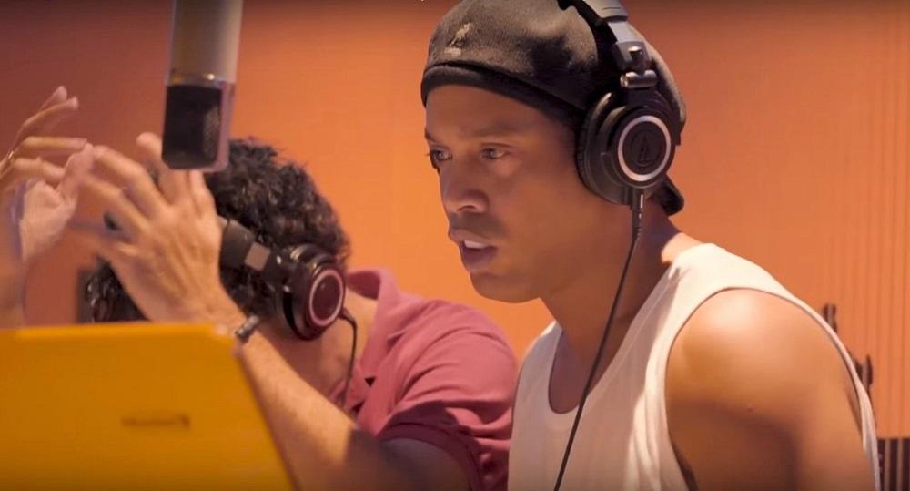 Ronaldinho joue les rappeurs dans une chanson contre la corruption