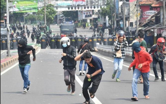 Six morts dans des affrontements liés à la présidentielle en Indonésie