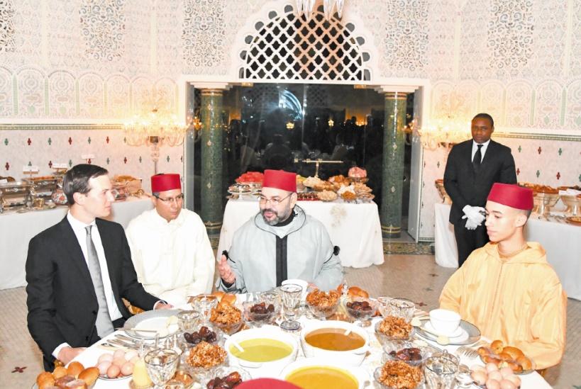 Le Souverain offre un iftar en l'honneur de Jared Kushner