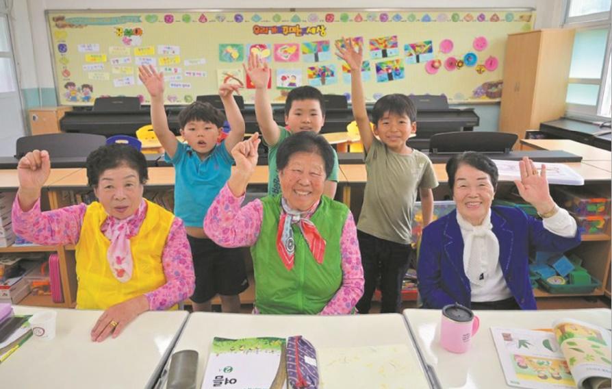 En Corée du Sud, des grands-mères au primaire