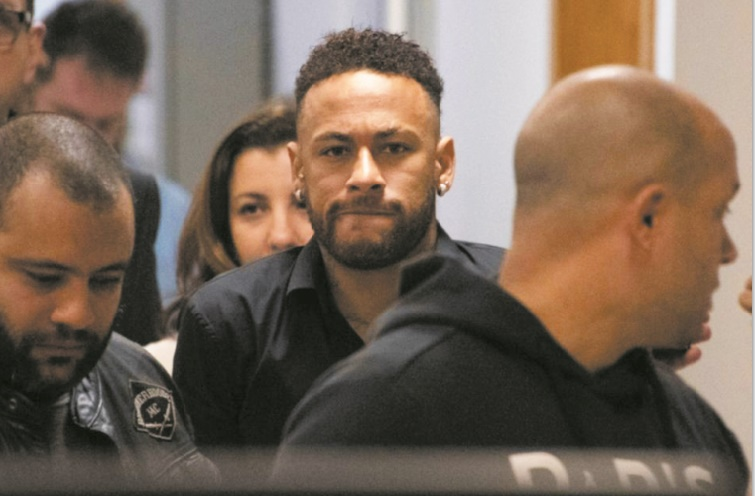 Saison terminée pour Neymar entendu par la police dans une affaire de viol