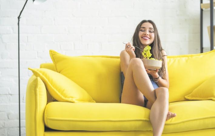 Pour améliorer le goût de vos aliments, mangez assis !