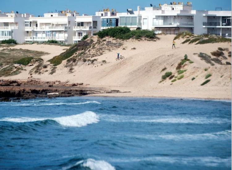 """Les """"mafias du sable"""" menacent le littoral marocain"""