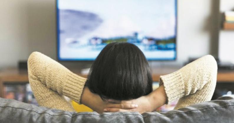 Dormir devant la télévision fait grossir