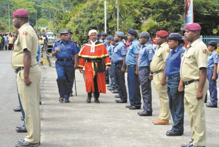 """""""Foncez!"""" : Une policière de haut rang appelle les Papouasiennes au sursaut"""