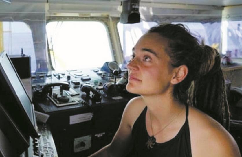 """Carola Rackete : """"L'emmerdeuse"""" qui veut sauver les migrants"""