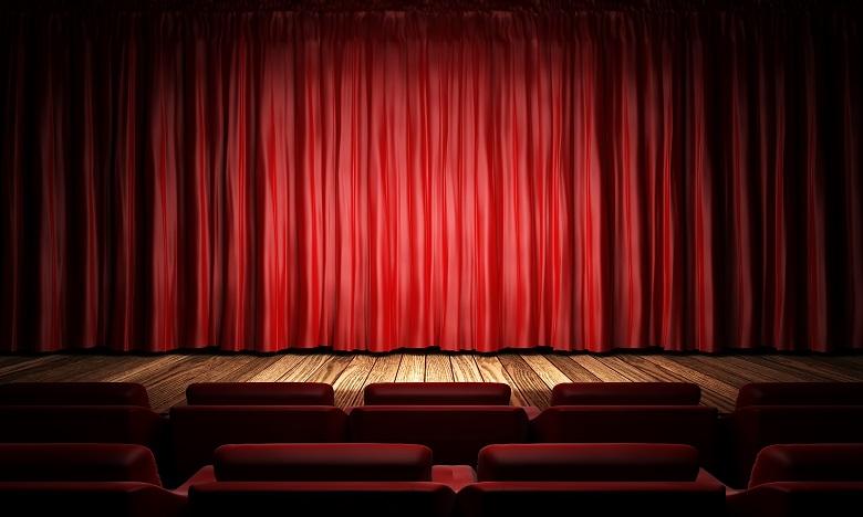 Le théâtre joue un rôle pionnier dans le développement des sociétés