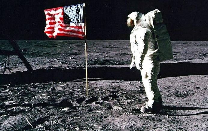 Des enchères hommage au premier pas de l'homme sur la Lune