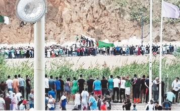 A la faveur d' une euphorie footeuse, Marocains et Algériens appellent à ouvrir les frontières