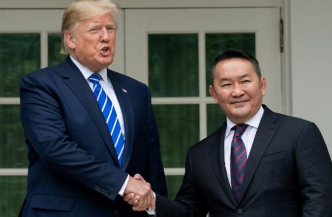 Insolite : Le fils de Trump se voit offrir un cheval de Mongolie