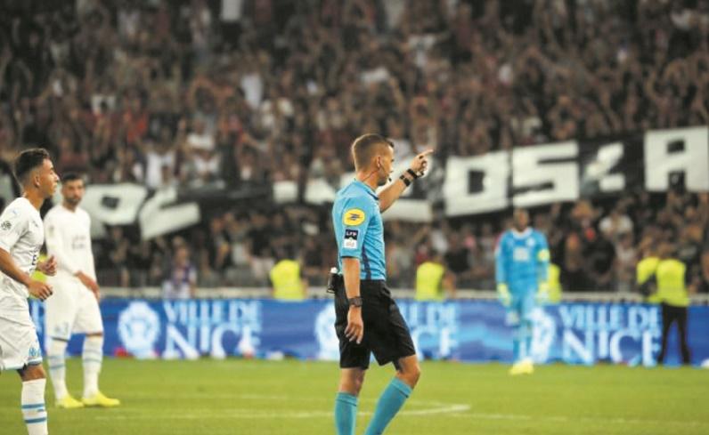 Ligue 1: Nice-Marseille interrompu pour homophobie, Lille domine Saint-Etienne