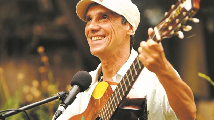 """Vingt ans après le succès de """"Clandestino"""", Manu Chao sort trois inédits"""