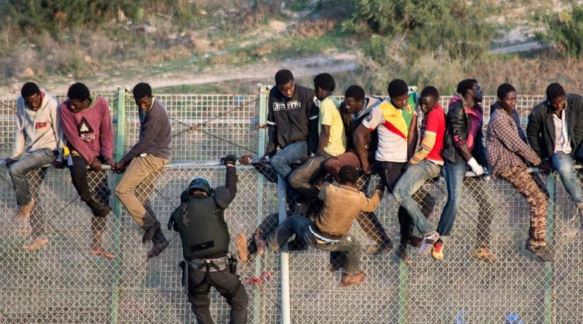 155 migrants entrent en force à Sebta
