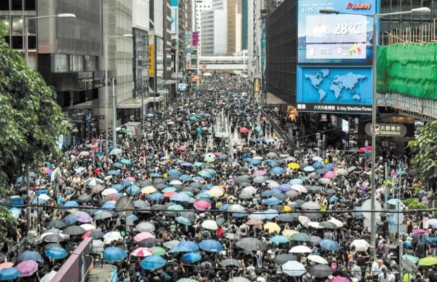 Appel à la grève générale à Hong Kong après un week-end de violences