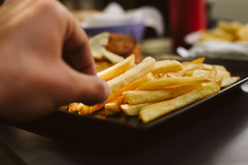 Un ado de 17 ans qui ne mangeait que des frites, du pain et des chips perd la vue