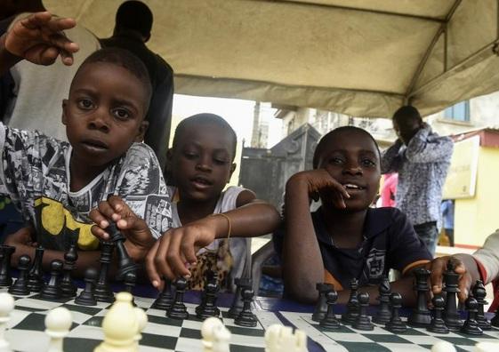 Au Nigeria, un club d'échecs améliore le quotidien des enfants des bidonvilles