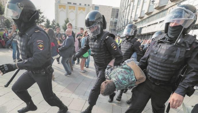 """L'ONU appelle à enquêter sur l'usage """"excessif de la force"""" par la police russe"""