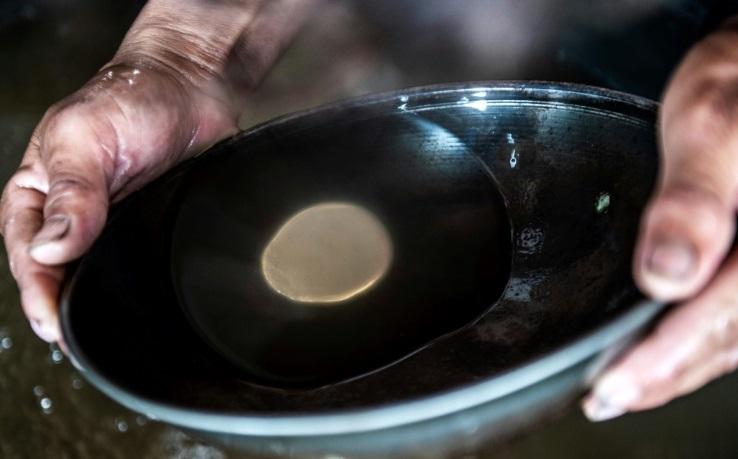 En Amazonie, mines et exploitation pétrolière cernent les communautés indigènes