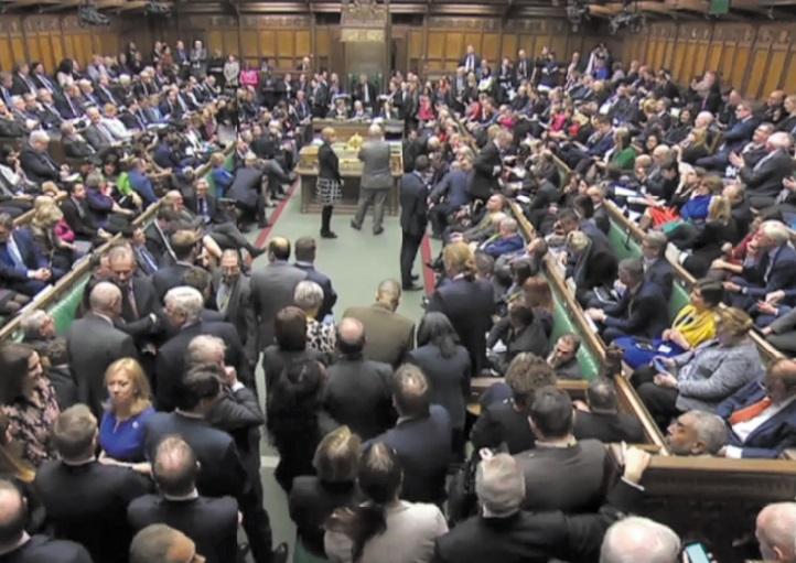 Rentrée parlementaire électrique en Grande-Bretagne après la déroute judiciaire de Boris Johnson