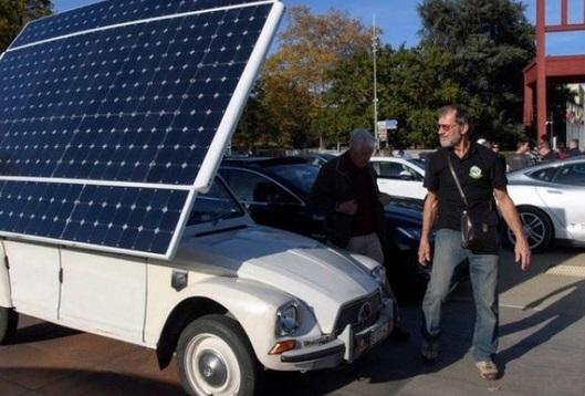 La caravane des voitures électriques transmettant le flambeau de la COP fait escale à Tanger