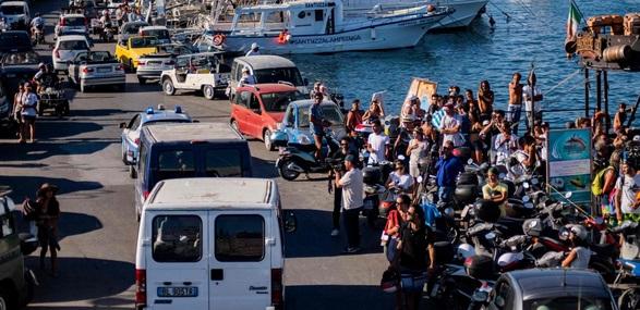 13 femmes mortes et une dizaine de disparus dans un naufrage à Lampedusa