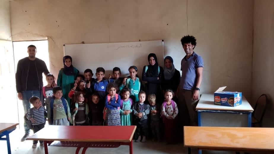 L'espoir est né de la petite école dans la montagne