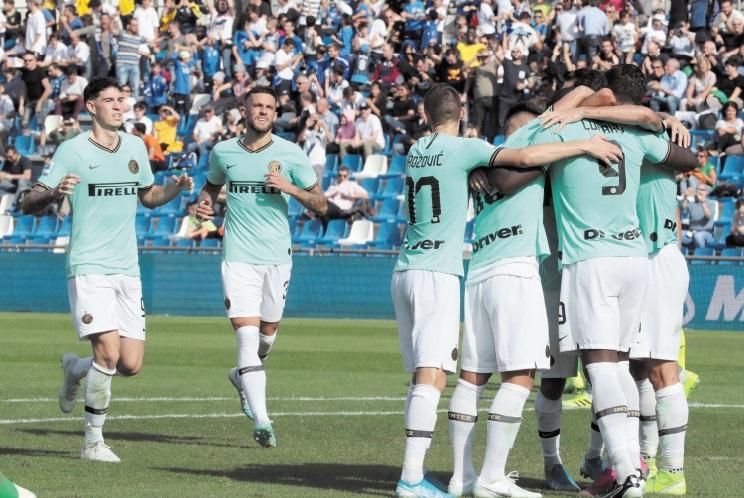 Calcio : L'Inter reste aux trousses de la Juve