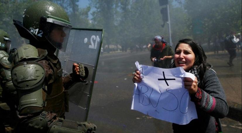 Paralysie et craintes à Santiago après trois jours d'émeutes meurtrières