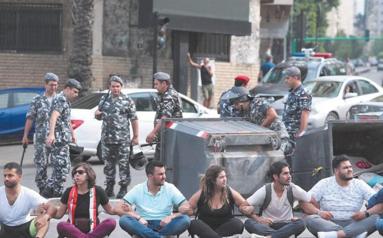 Au Liban, une chaîne humaine du nord au sud pour symboliser l'unité du pays