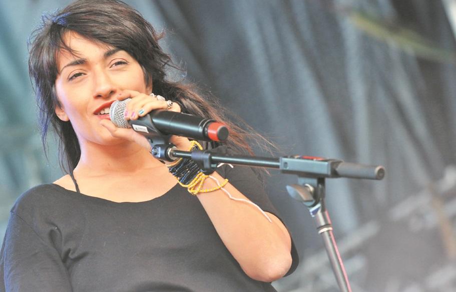 A Oslo World, Hindi Zahra chante et enchante