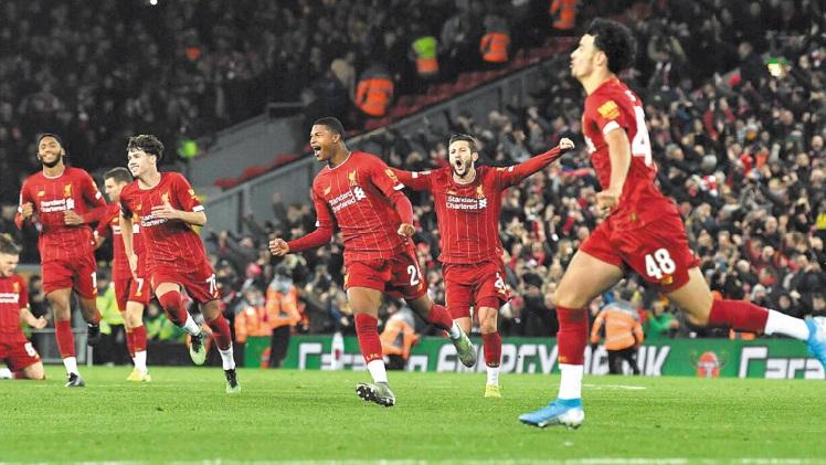 Coupe de la Ligue anglaise : Liverpool et Arsenal régalent, Manchester surprend