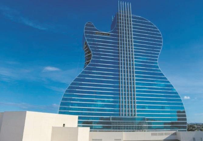 Une riche tribu inaugure un immense hôtel en forme de guitare en Floride