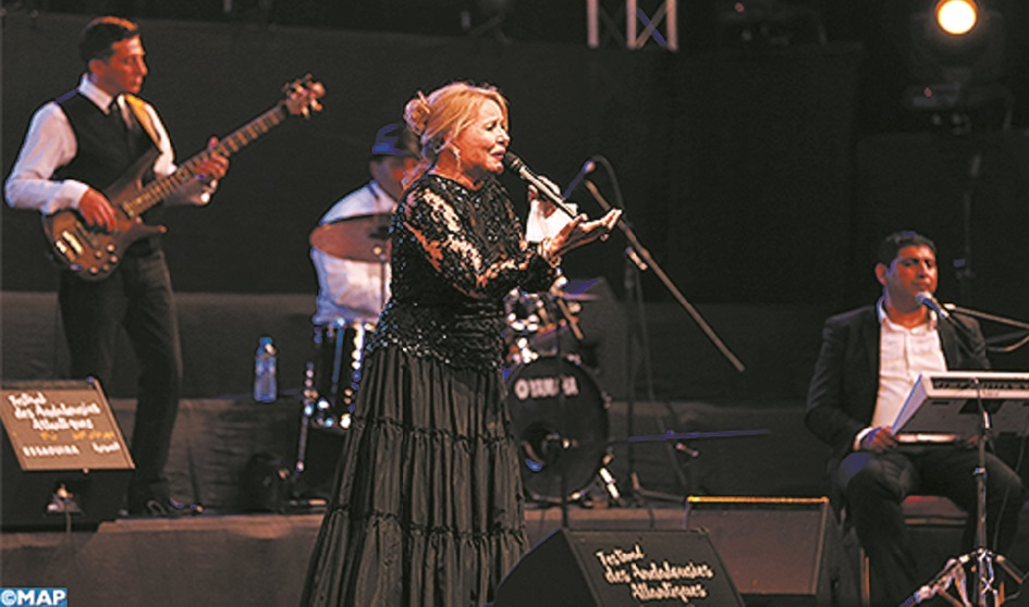 "La Diva Raymonde El Bidaouia illumine la scène de ""Dar Souiri"""