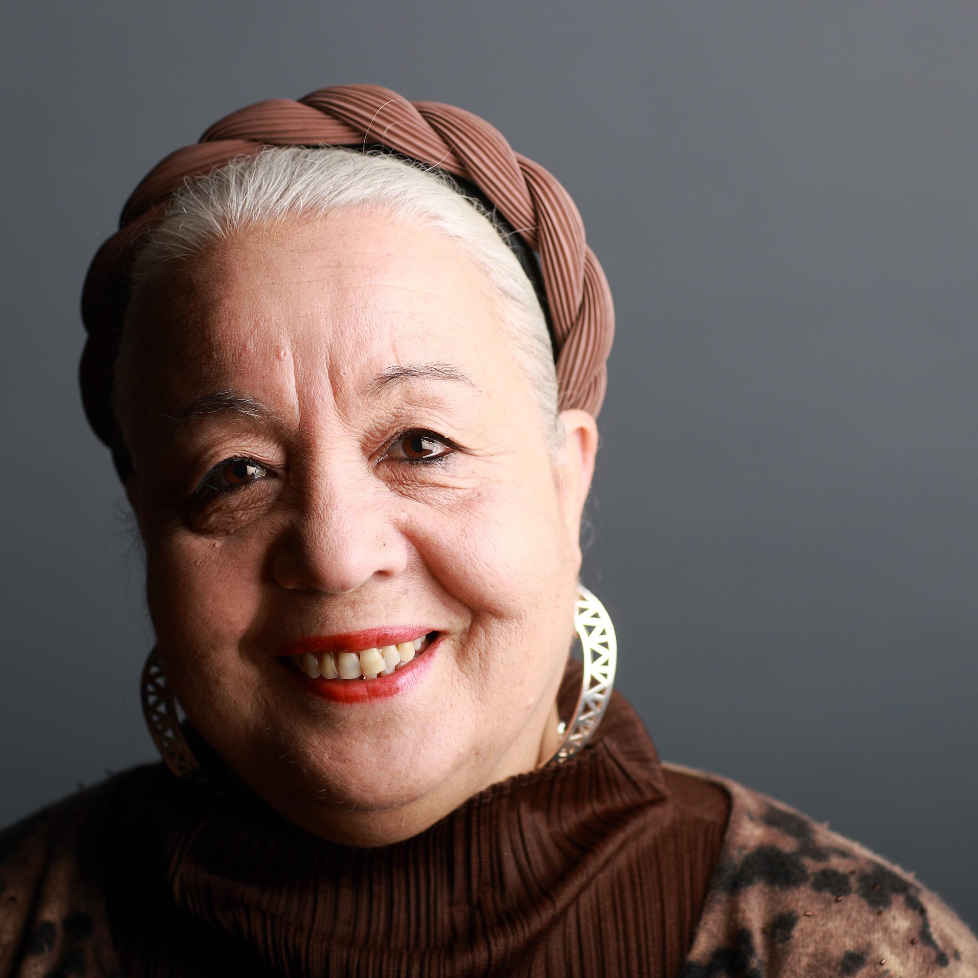 Izza Génini, un talent inné et un amour inconditionnel pour le Maroc