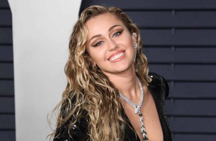 Miley Cyrus opérée des cordes vocales