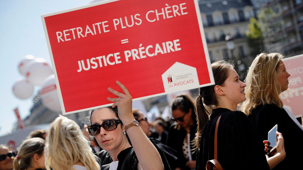Veillée d'armes en France avant  la semaine de tous les dangers
