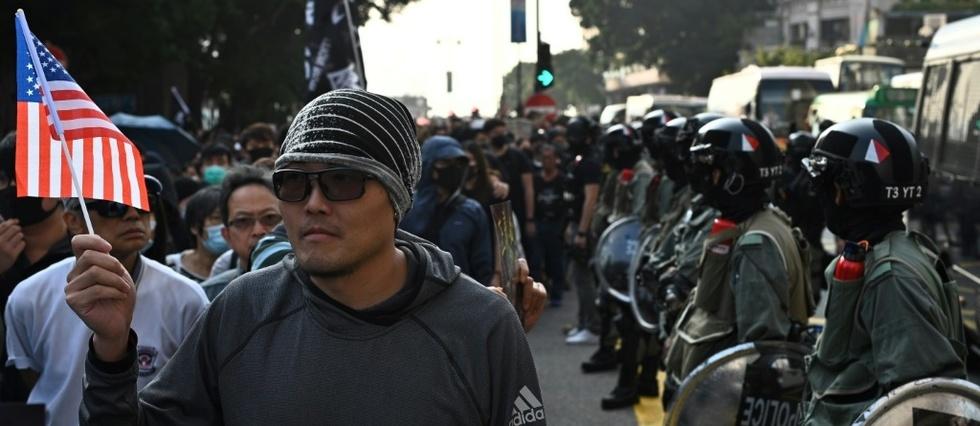 Les manifestants de retour dans les rues  de Hong Kong après une brève accalmie