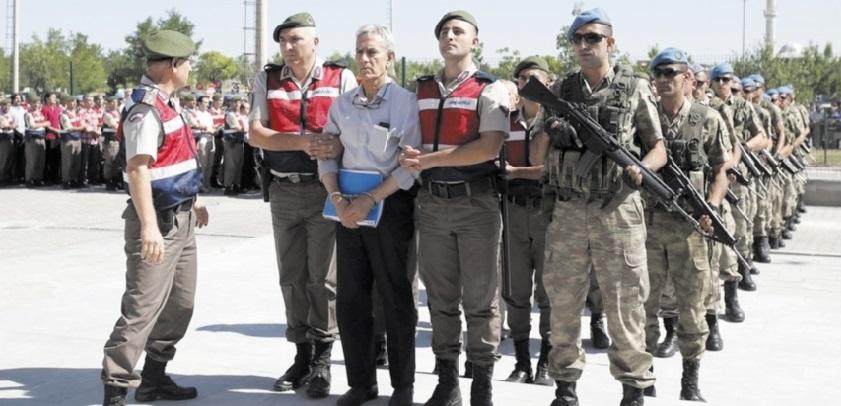 Près de 200 arrestations liées au putsch manqué en Turquie