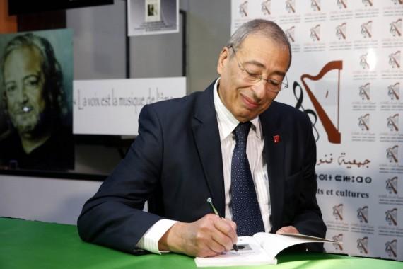 """Chakib Guessous signe """"Enfants en situation de rue"""""""